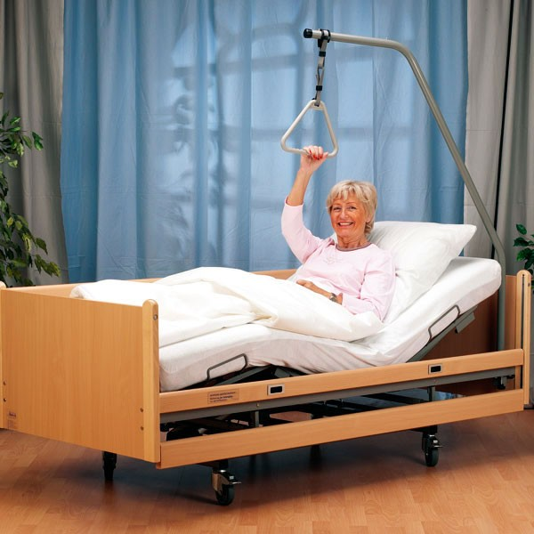 de luxe elektro pflegebett mit bettgalgen krankenpflege bett wohnen betten zubeh r. Black Bedroom Furniture Sets. Home Design Ideas